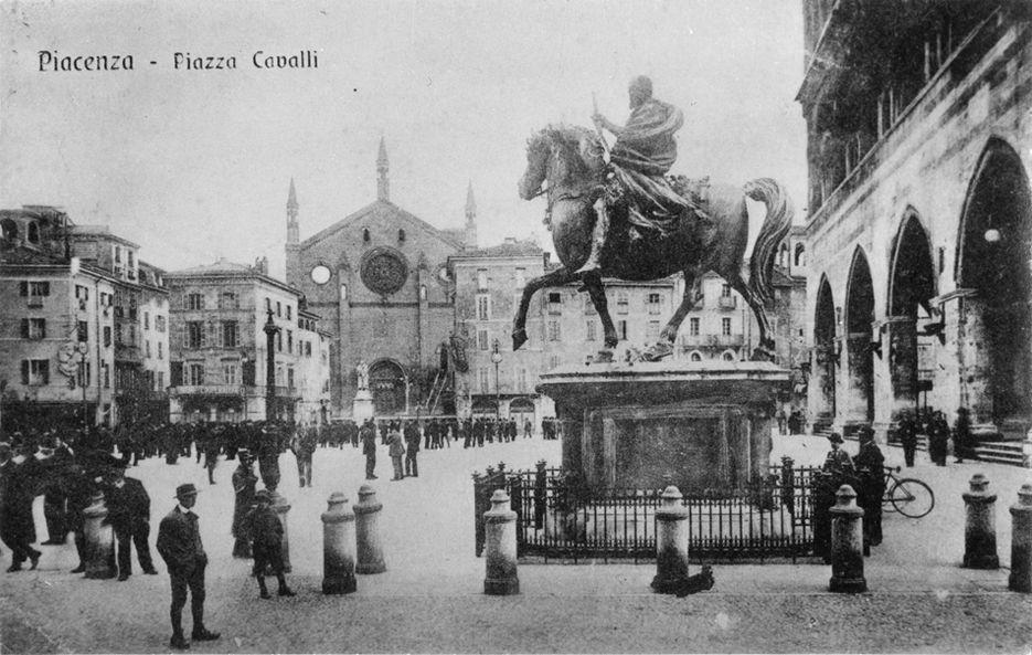 Piazza Cavalli e la chiesa di San Francesco